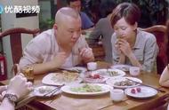 郭德纲和一群人吃饭,先讨论谁付钱,最后的菜都让老郭打包带走了